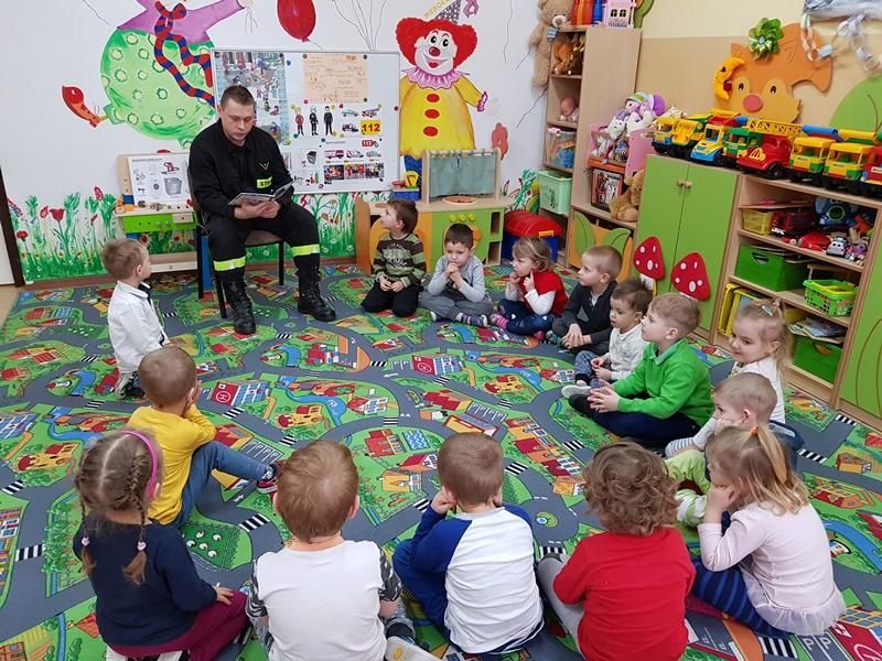 Bezpieczne przedszkolaki – spotkanie ze strażakiem z KP PSP w Bielsku Podlaskim